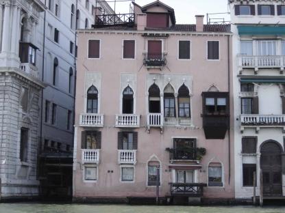 Venezia_-_Palazzo_Minotto-Barbarigo_-_facciata